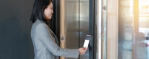 کنترل و برنامهریزی آسانسور با استفاده از تلفن همراه